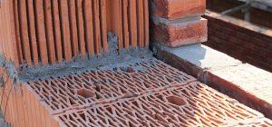 Можно ли использовать пустотелый кирпич для несущих стен