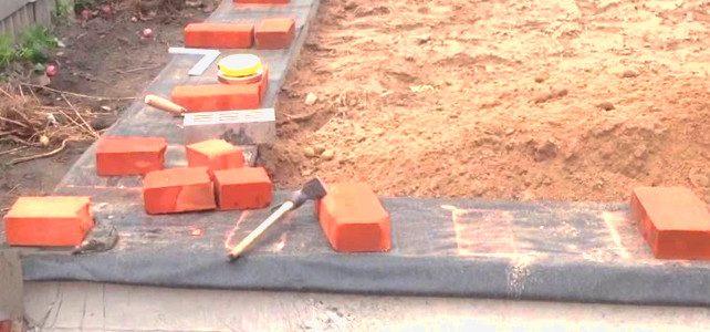 Как начинать кладку кирпича на фундамент