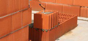 Почему пористый кирпич обеспечит лучшую теплоизоляцию здания