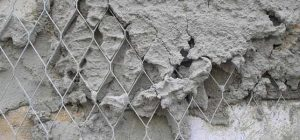 Как крепить сетку под штукатурку на стене